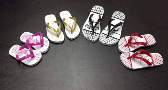13988a49dc 10 pares de chinelos infantis personalizados na Fashion Sandálias - Ofertas  em Nacional - Os Mosqueteiros