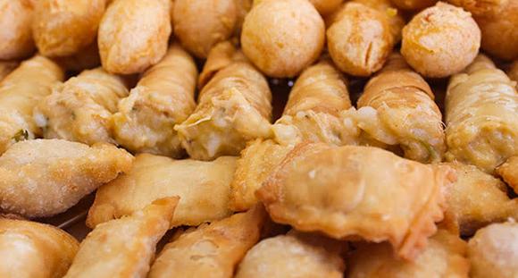 1 cento de salgadinhos + 1 cento de docinhos tradicionais na Tchesca Gourmet