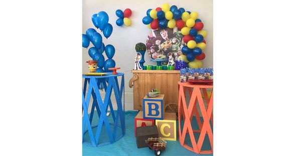 Celebre os bons momentos - Escolha 1 das 4 opções de Kit Festa na RM Eventos