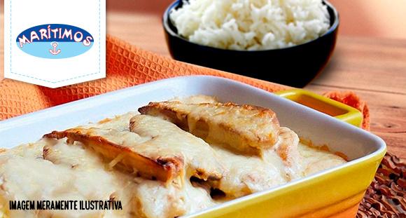 Peixe a Delícia (filé de peixe, banana, molho branco e queijo) com arroz branco