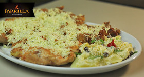 Frango Inteiro Desossado com salada de batatas + Vinagrete e Farofa